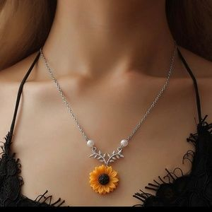 Silver sunflower trendy necklace- simple summer